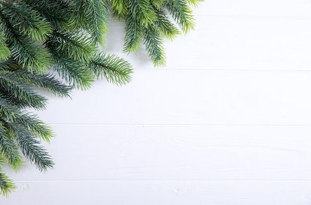 Kerstspar op het houten bord