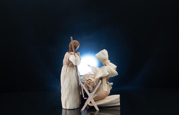 Kerststal met drie wijzen die geschenken aanbieden aan baby jezus, kerstkaart van maria joseph