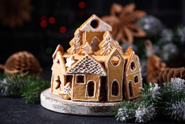 Kersttaart met peperkoekhuisjes