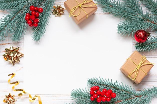 Kersttakken en ornamenten met papier