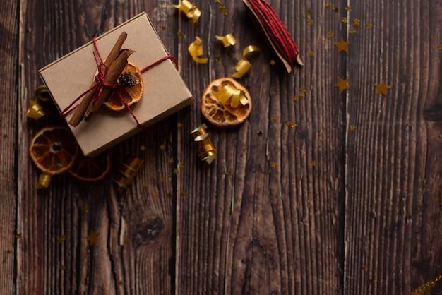 Kersttijd en een bureau met vrije ruimte