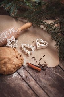 Kersttijd voor het bakken van koekjes