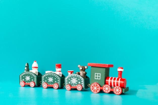 Kersttrein voor kinderen op een blauwe achtergrond, merry christmas concept