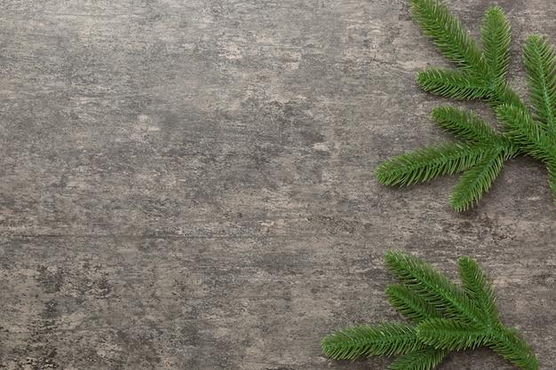 Kerstvakantie achtergrond met kopie ruimte voor reclametekst. spar takken op kleur achtergrond. platliggend, bovenaanzicht