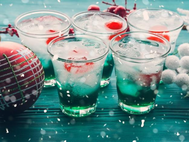 Kerstvakantie groene en rode drankjes