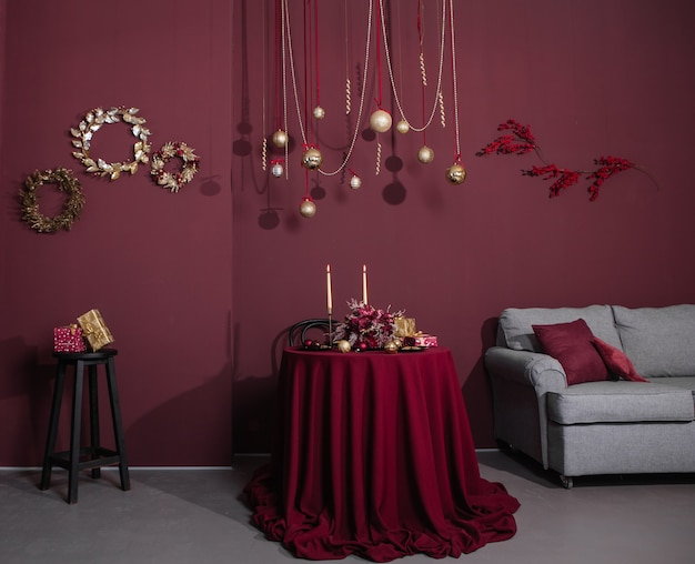 Kerstvakantie huisdecor bourgondische stijl en gouden items
