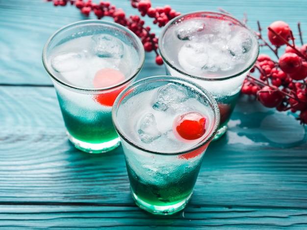 Kerstvakantie partij groene en rode drankjes