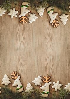 Kerstvakantiesamenstelling op houten achtergrond met exemplaarruimte