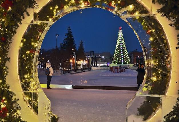 Kerstverlichting van het operagebouw van novosibirsk