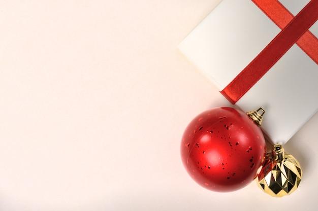 Kerstversiering en geschenkdozen