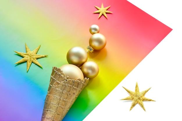 Kerstversiering in de kleuren van de regenboogvlag van de lgbtq-gemeenschap