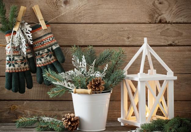 Kerstversiering op donkere oude houten achtergrond