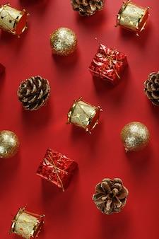 Kerstversiering op het patroon van de kerstboom