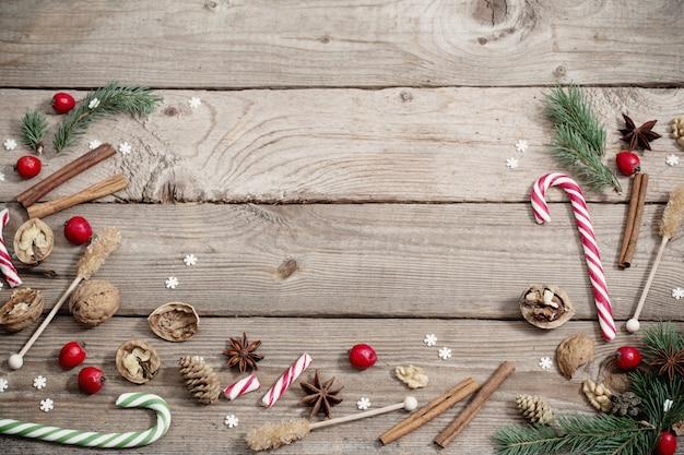 Kerstversiering op houten achtergrond