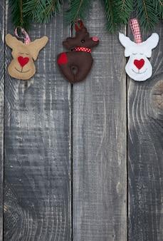Kerstversiering op oud hout