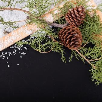 Kerstversiering op zwarte achtergrond