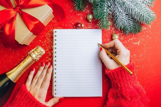 Kerstversieringen en geschenkdozen