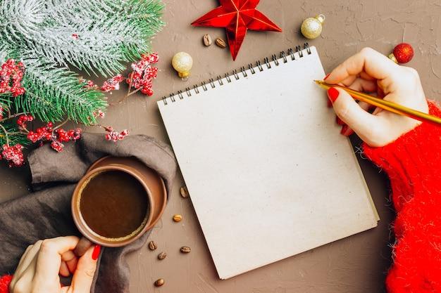 Kerstversieringen en notitieboekje voor doelen