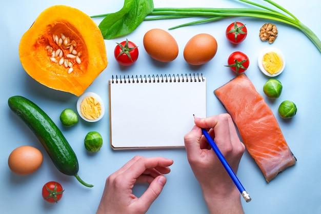 Ketogene ingrediënten en producten voor een gezonde, gezonde voedingsachtergrond