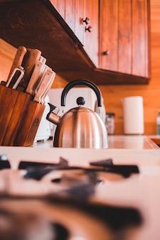 Kette met keukengereedschap
