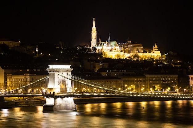 Kettingbrug over de donau - boedapest, hongarije