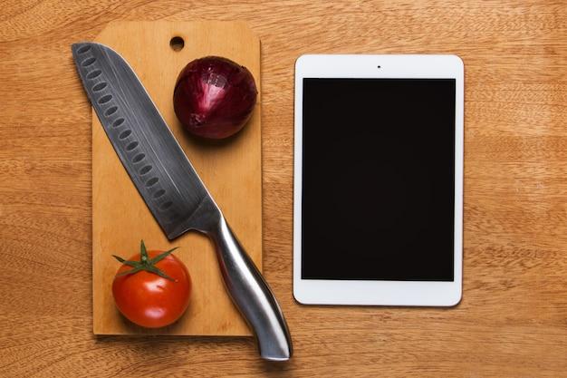 Keuken. mes met tablet