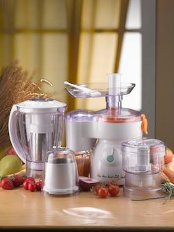 Keukenmachine en gereedschap in de keuken