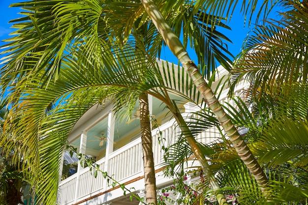 Key west straat huizen in het centrum in florida