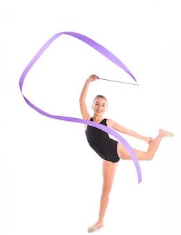 Kid meisje lint ritmische gymnastiek oefening