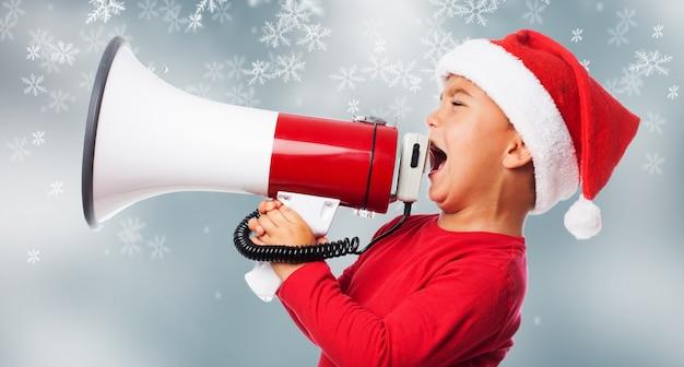 Kid met een megafoon Gratis Foto