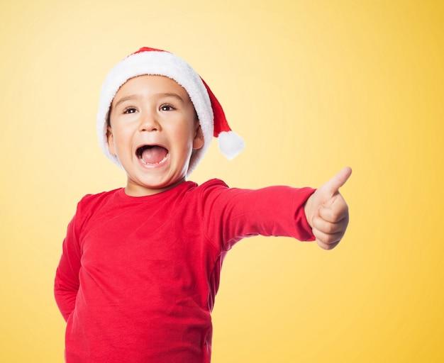 Kid met een positieve gebaar