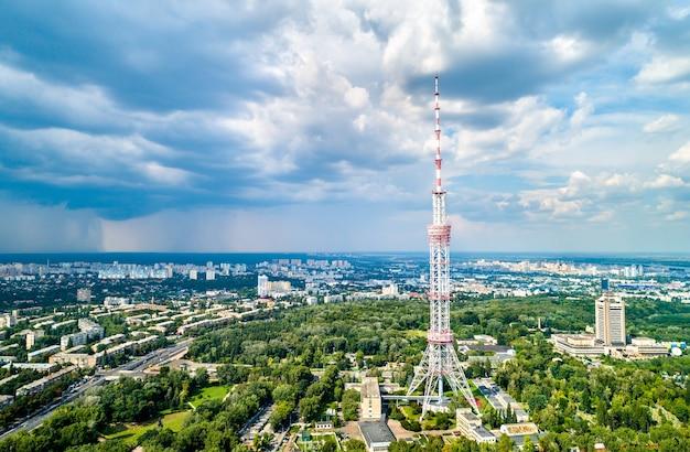 Kiev tv-toren. met een hoogte van 385 meter is het de hoogste vrijstaande vakwerkstalen constructie ter wereld. oekraïne Premium Foto