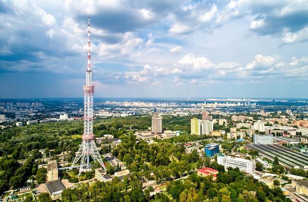 Kiev tv-toren. met een hoogte van 385 meter is het de hoogste vrijstaande vakwerkstalen constructie ter wereld. oekraïne