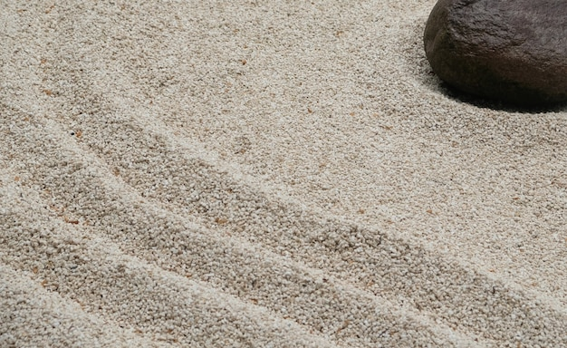 Kiezelstenen in verschillende vormen in een japanse kunsttuin