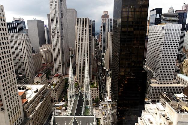 Kijk van boven naar de saint patrick's cathedral in new york