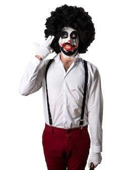 Killer clown met mes zelfmoord gebaar