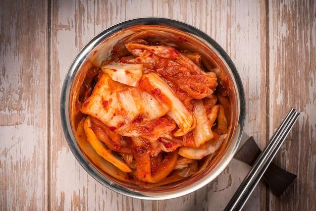 Kimchi-salade gemaakt met groentekool.