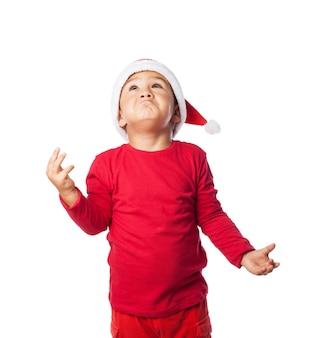 Kind dragen kerst hoed met verwarring gebaren
