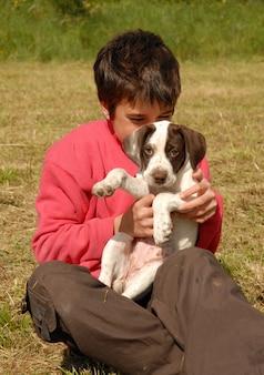 Kind en puppy