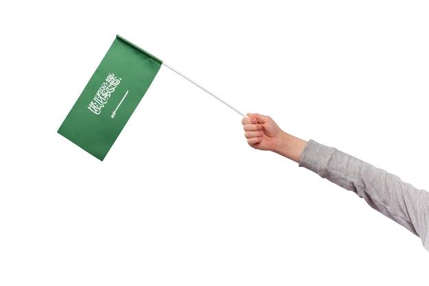 Kind houdt vlag van saoedi-arabië geïsoleerd op een witte achtergrond. groene vlag met zwaard.