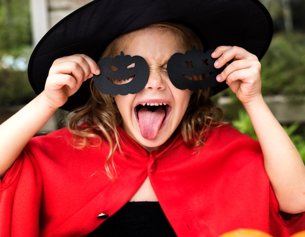 Kind in een kostuum van halloween
