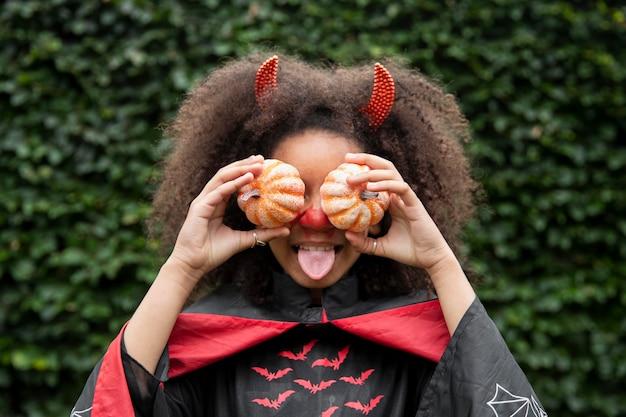 Kind in schattig maar eng duivelskostuum