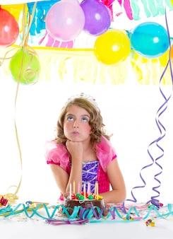 Kind kind kroon prinses in verjaardagsfeestje