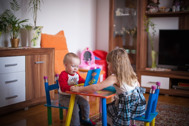 Kind thuis spelen