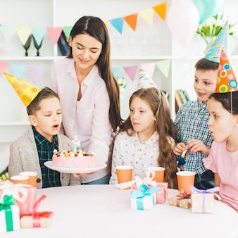 Kinderen die een verjaardag vieren