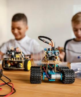 Kinderen die robot maken