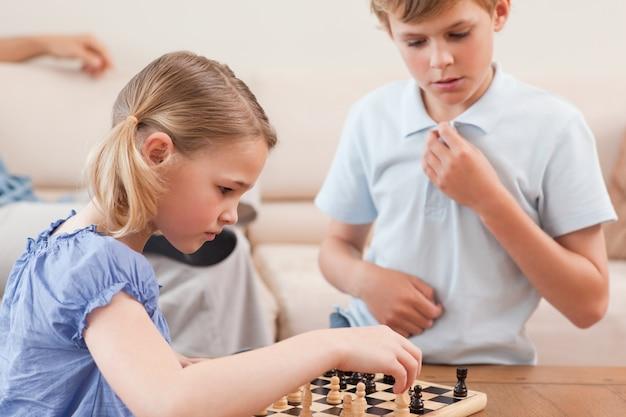 Kinderen die schaken