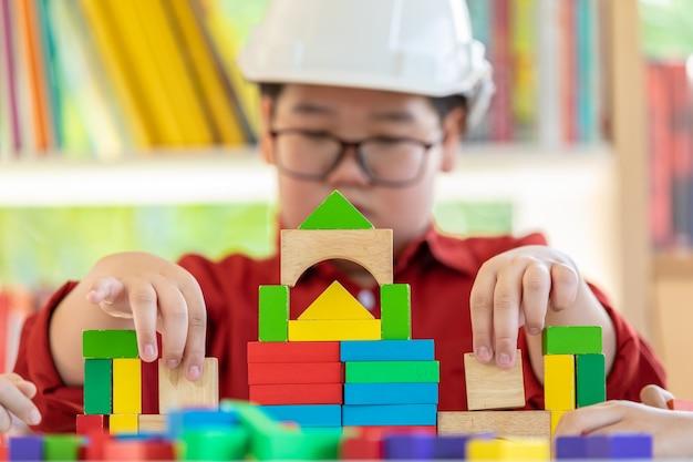 Kinderen engineering creat ideeën verbinden puzzel huis bouwen