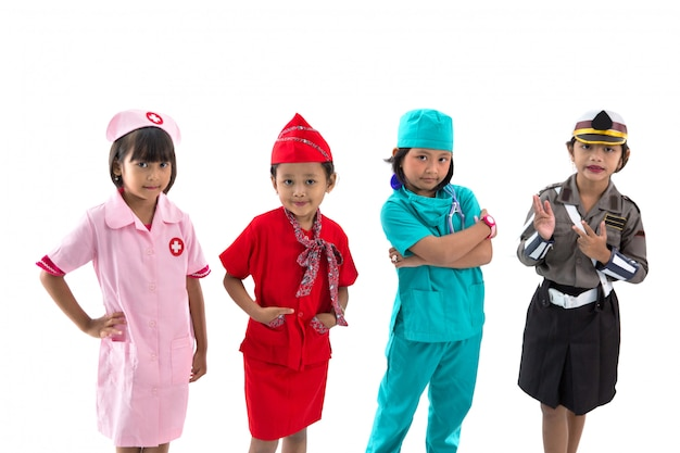 Kinderen gekleed in kostuums van verschillende beroepen