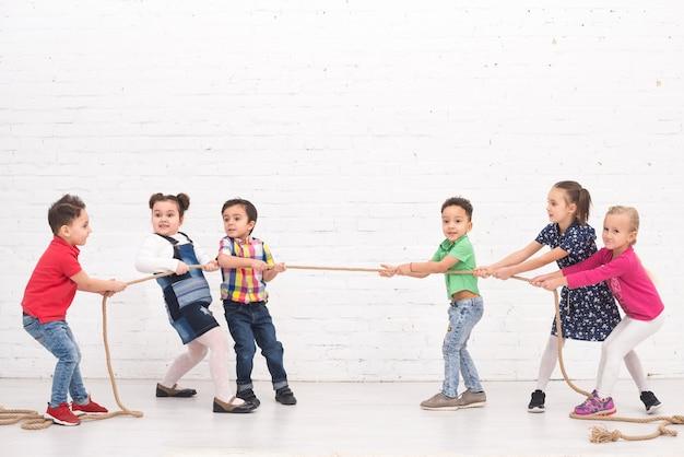Kinderen groeperen spelen